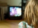 Ai copil intre 2 si 4 ani si il lasi in fata televizorului? Iata ce se poate intampla cu el in viitor