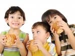 Evita mancarea de tip fast-food pentru a nu scadea IQ-ul copilului tau