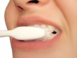 Cat de periculos este fluorul din pasta de dinti?