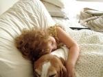 De ce e bine ca micutul tau sa copilareasca pe langa un animal de companie?