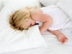 Cum poti sa iti inveti micutul sa doarma fara ajutorul tau?