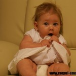 Bebelus la 6 luni
