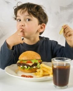 Pericol fast-food copii