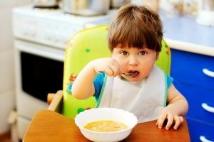Diversificarea alimentatiei la bebe